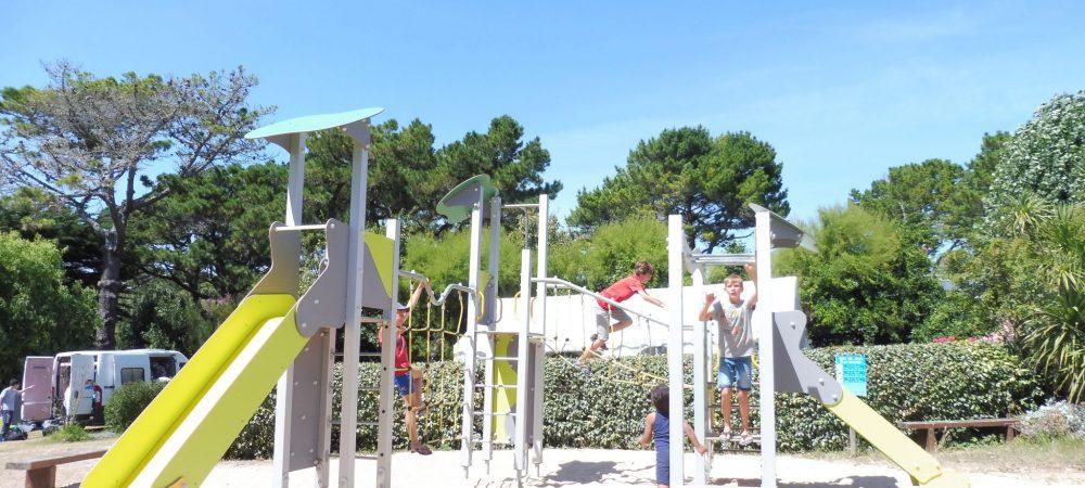 jeux enfants camping les grands sables le pouldu